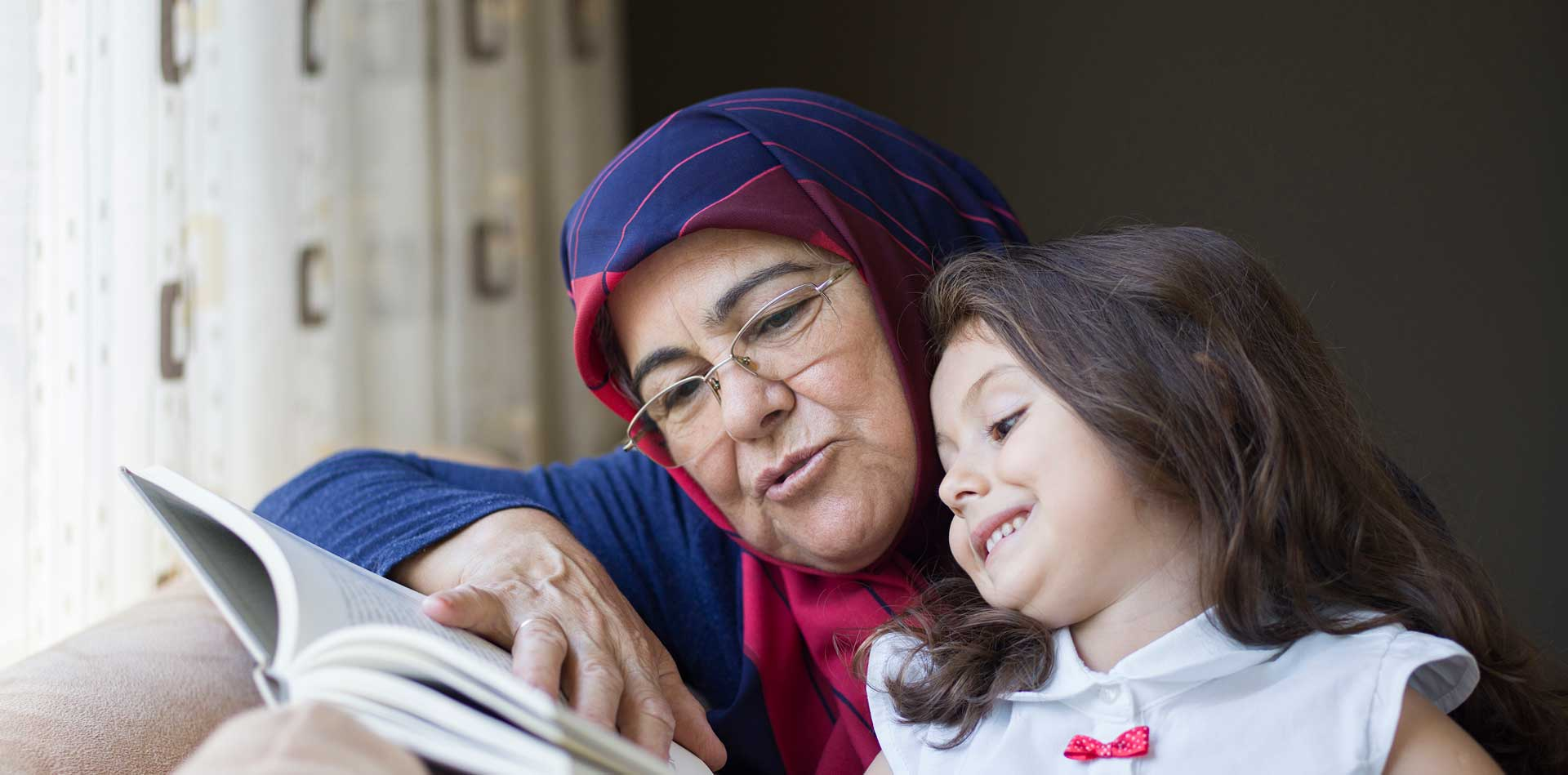 Banner_grandmother-and-grandchild-sharing-a-story